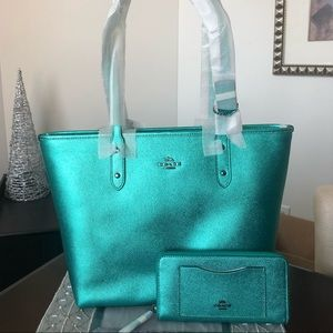 NEW COACH 🎄METALLIC TOTE and WALLET SET —$548